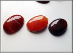 Akaatti, raita, 25 x 18 mm, ovaali, punainen