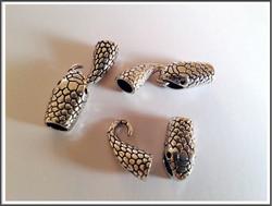 Koukkulukko Ø n. 6 mm nauhalle, ant.hopea käärme