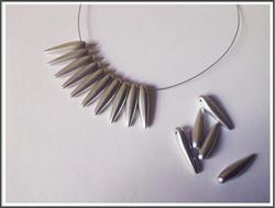 Tsekkiläinen lasihelmi, piikki, 16 x 4 mm, met.hopea, 10 kpl