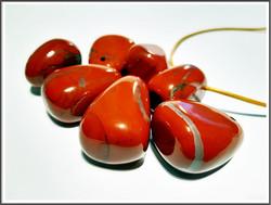 Punainen jaspis riipuskivi, pullea pisara