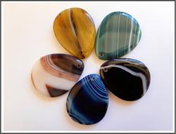 Akaatti, ISO riipuskivi, eri värejä