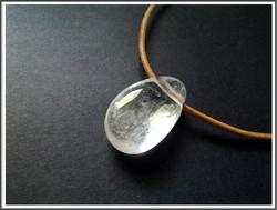 Vuorikristalli riipuskivi, pisara