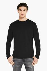 Pitkähihainen T-paita . Koot M, L ja XL Musta