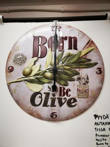 seinäkello born to be Olive
