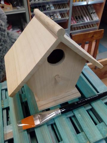Maalattava lintumökki