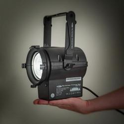 Showtec Performer Fresnel Mini, 30W, 3100K, Battery Powered + Barndoor