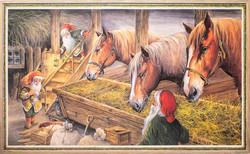 Kolme hevosta ja tonttuja tallissa
