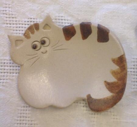 Keraaminen teetassi / kauhanalunen, vaalea kissa