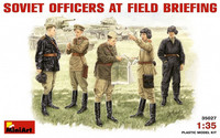 Soviet Officers At Field Briefing 1:35