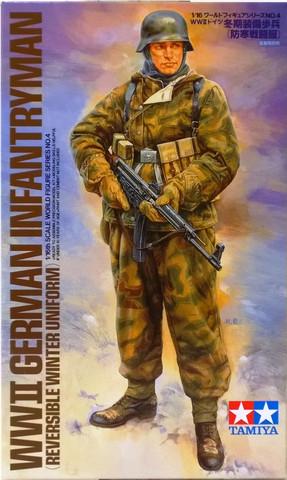 WWII German Infantryman (Reversible Winter Uniform), 1:16