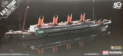 R.M.S Titanic with LED Set, 1:700 (pidemmällä toimitusajalla)