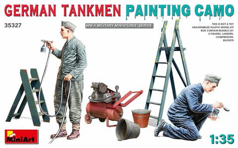 German Tankmen Painting Camo, 1:35