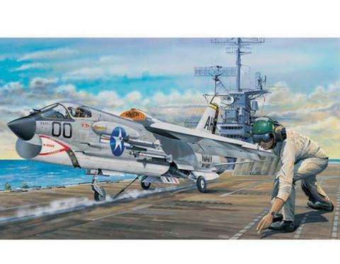 F-8E Crusader, 1:32 (pidemmällä toimitusajalla)