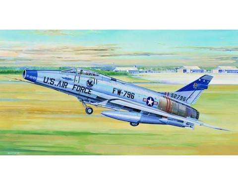 North American F-100D Super Sabre, 1:32 (Pidemmällä Toimitusajalla)
