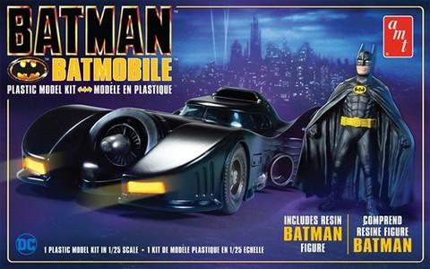 1989 Batmobile w/ Resin Batman Figure, 1:25 (Pidemmällä Toimitusajalla)