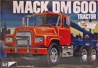 Mack DM 600 Tractor 1:25 (pidemmällä toimitusajalla)
