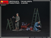 German Tankmen Painting Camo, 1:35