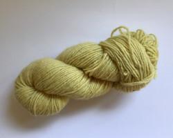 Vaaleankeltainen villalanka