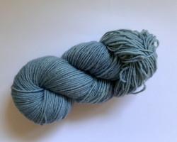 Vaalea indigon sininen villalanka