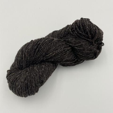 Mustan harmaa värjäämätön villalanka