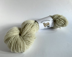 Loosely threaded woolyarn White