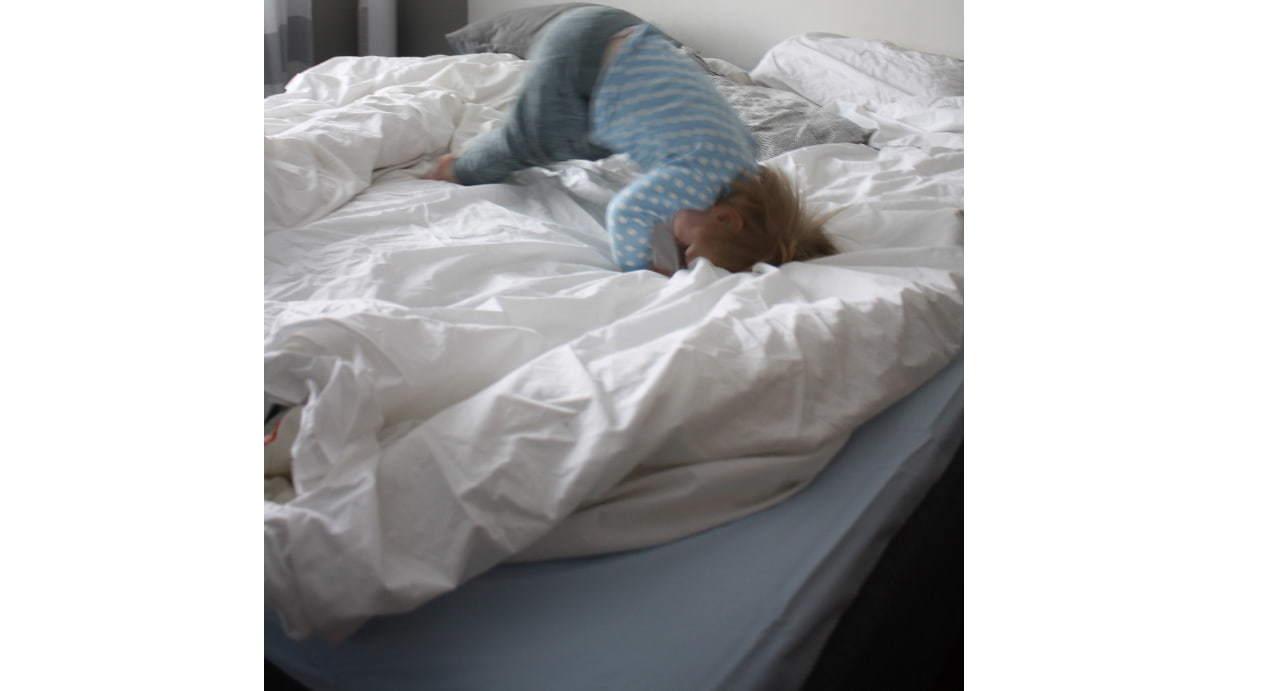 Saako sängyllä hyppiä?
