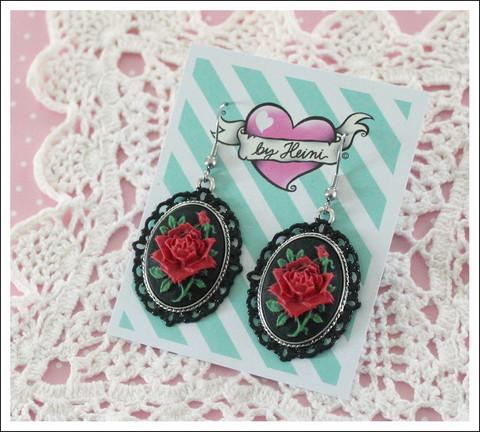 Cameo-korvakorut Ruusu, punainen/musta