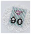 Cameo-korvakorut, Lady Skull, valkoinen/musta 2