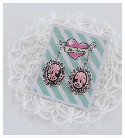 Cameo-korvakorut, Lady Skull, vaaleanpunainen/musta/antiikkihopea 2