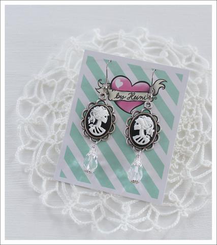 Cameo-korvakorut, Lady Skull, valkoinen/musta 3