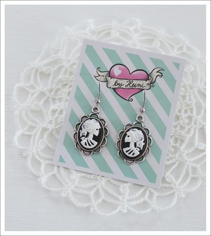Cameo-korvakorut, Lady Skull, valkoinen/musta/antiikkihopea