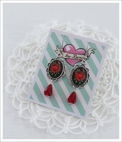 Cameo-korvakorut, Ruusu lasihelmellä, punainen/musta 2