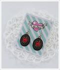 Cameo-korvakorut, Ruusut, punainen/musta