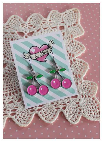Kirsikka-korvikset, pinkki