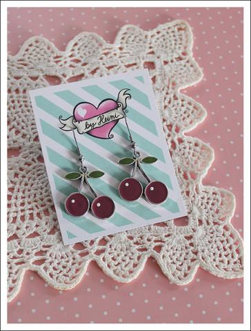 Kirsikka-korvikset, tummanpunainen