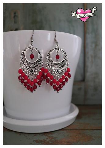 Maria-helmikorvakorut, punainen