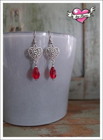 Ilona-helmikorvakorut, antiikkihopea/punainen