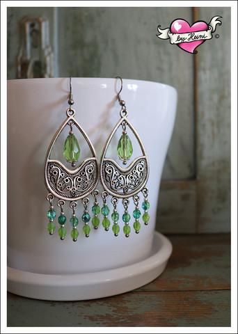 Emilia-helmikorvakorut, antiikkihopea/vihreä