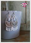 Emilia-helmikorvakorut, antiikkihopea/valkoinen