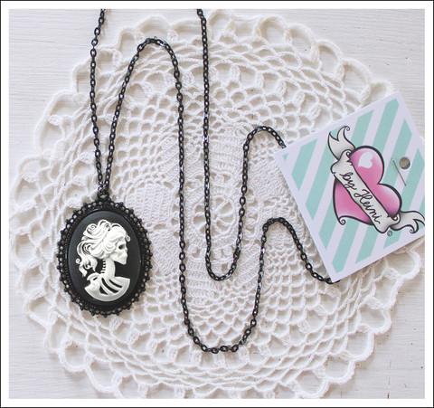 Cameoriipus Lady Skull, musta/valkoinen