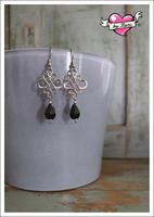 Sisko-helmikorvakorut, antiikkihopea/musta