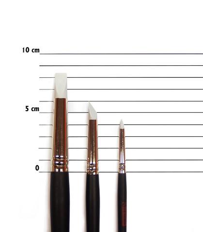 Kolme erikokoista silikonisivellintä