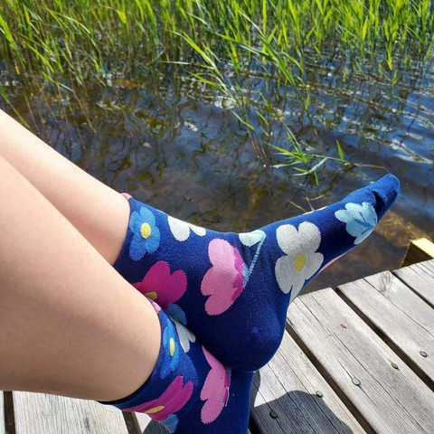 Hauskat sukat - Kukkaniitty