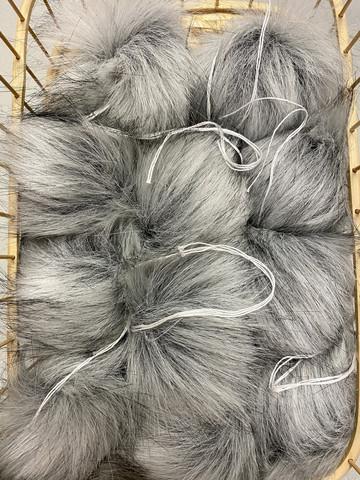 Muhkea keinokarvatupsu 10 cm, helmenharmaa