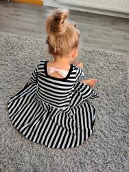 Musta-valkoiset elastaanilliset raidat, trikoo *Käyttöleveys n. 180 cm*