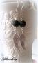 2988 Alise Design  Mustahelmi siipikorvakorut VALITSE MALLI