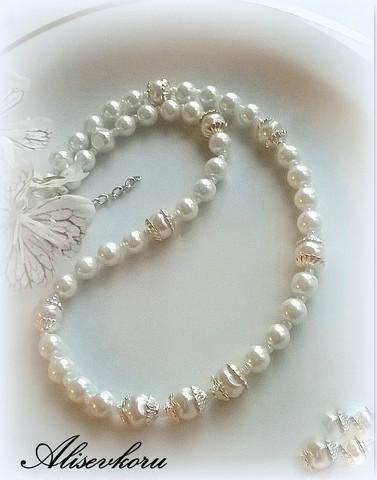 3047 Alise Design Valkoiset helmet