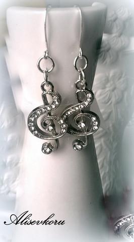 3316 Alise Design Swarovski kristalli nuottiavain korvakorut