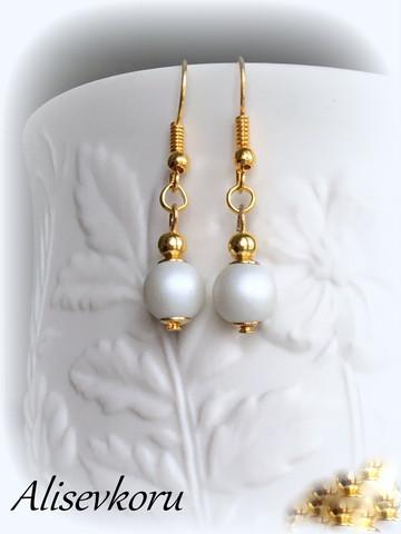 3835  Alise Design Helmi korvakorut, kulta/ valkoinen