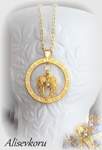 3875 Alise Design Siipien suojassa tekstikaulakoru kulta
